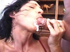 Mature catch cum w mouth