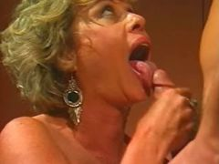 Mature lady sucks cock