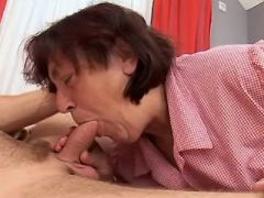 Granny sucks cock of amateur guy