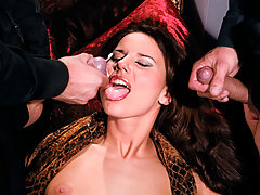 Rich slut in blowjob anal double penetration